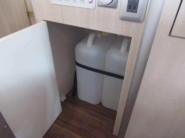 給水排水ポリタンク!!19リットルになっております。