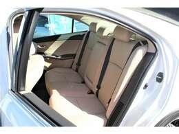 こちらのシートはキズやシミがなく綺麗な状態です。車内のメインとなるシートが綺麗に保たれていることで印象が明るくなり、クリアな室内になりますね!