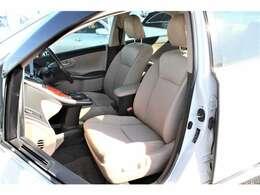 運転席はドライバーの居心地や運転の快適性を左右する大切な場所です。当社ではクリーニング済みで汚れのない、気持の良い使用感をご提供致します。
