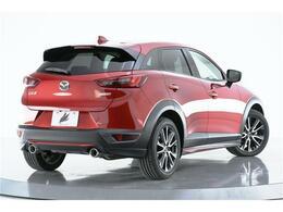 車体を安定させるリアスポイラーが設けられております。スポーティーなディーゼル車です!