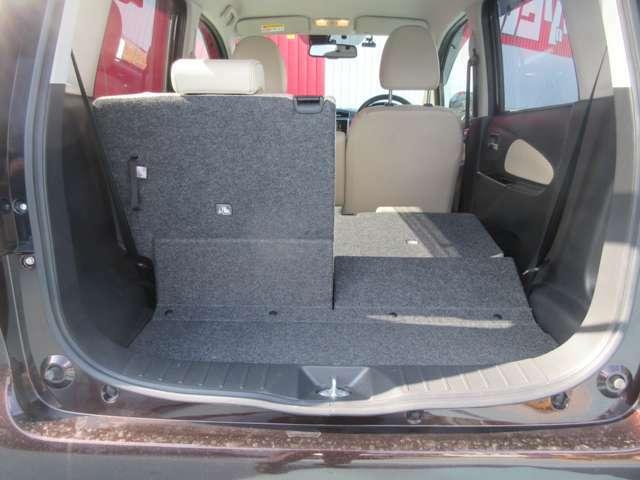 トランクには荷物を入れるスペースがございます。