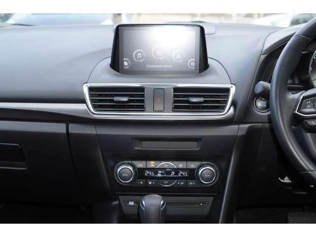 内装は黒を基調としております。大変落ち着いた雰囲気の車内でございます♪