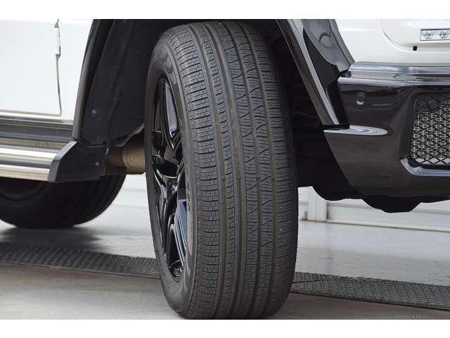 タイヤの山は十分に残っています。インターネットによる車両販売のパイオニアとして、全国各地に弊社が厳選した高品質な車両をお届けしております。