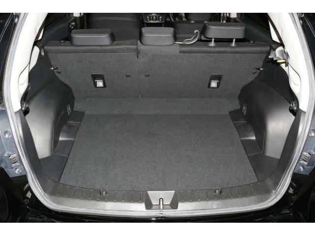 カーゴスペースはハッチバック車の中では幅、高さともに広さを確保していますので、ある程度の荷物もしっかり積むことが可能です。