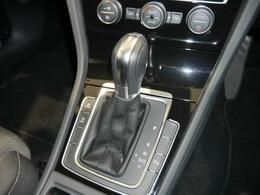 7速DSGトランスミッションは、パワフルな加速と燃費効率に貢献しています。