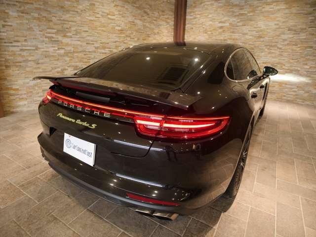 911を彷彿をさせるテールレンズのデザインのモデルになります。