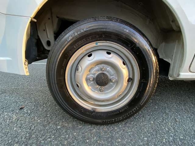 「タイヤ安心宣言」クルマ購入時に入会するだけでタイヤパンクの新品保証いたします。1本でもパンクしたら4本すべて新品タイヤに交換いたします。保証期間はなんと2年間!※保証は期間中1回のみです。