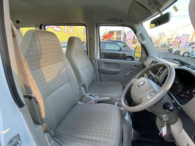 広々とした運転席なので乗り心地も良いですし運転もしやすいです♪