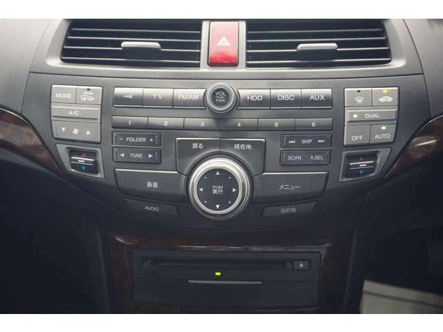 オートエアコン標準装備です 1年中快適な室内を提供!車内温度を設定すると、風量を自動で調節してくれます。