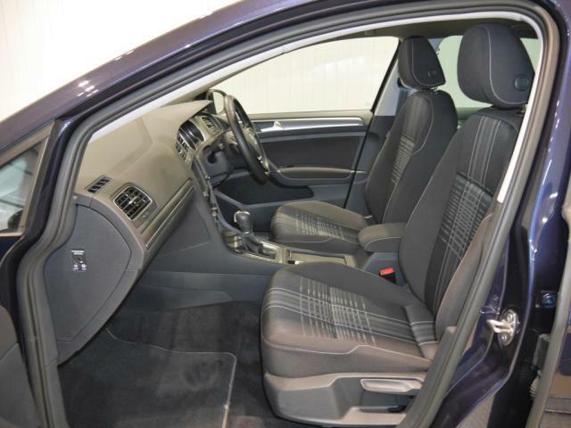 Lounge専用ファブリックシートは、身体をしっかりと支えるコンフォートシートです。ホールド性の高いシートですので長距離運転しても疲れないです。