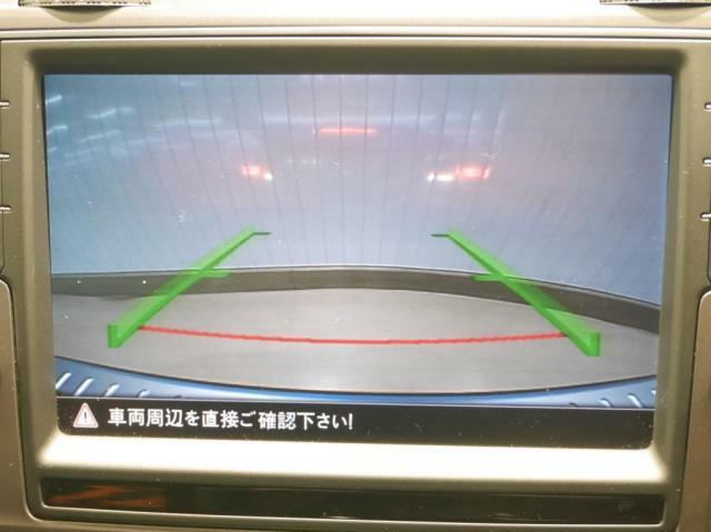 リヤビューカメラが装備されていますので、後方の障害物をモニターで確認出来ます。