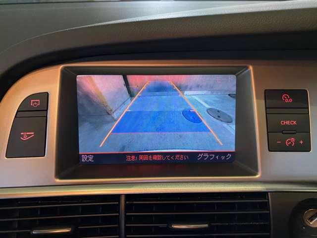 ステアリングコラムのチルト・テレスコピックは電動!普段の運転はもちろんのことスポーツドライビング時にも大いに役立つ◎バックカメラはガイドラインも表示されるのでどなたが乗っても便利!iPodも接続可能◎