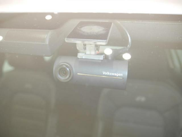 ドライブレコーダー搭載。走行中の情報をしっかりと記録してくれます。