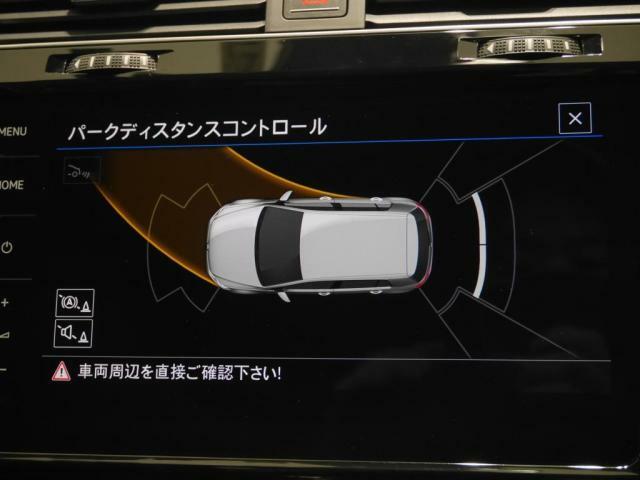 パークディスタンスコントロールは、前後バンパーに設置したセンサーで障害物を感知して、警告音を発して知らせてくれます。