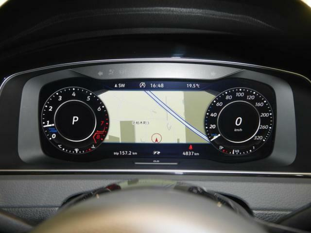 デジタルメータークラスター「Active Info Display」。フルスクリーンのスピードメーターにはナビゲーション情報や車両情報など様々な情報を表示します。