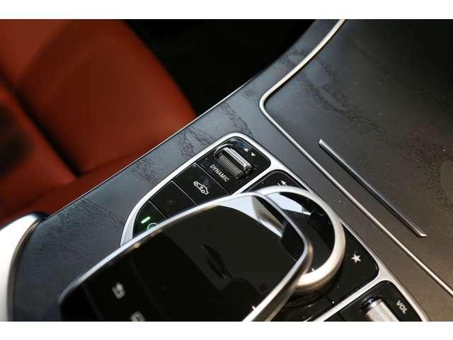メモリー付き電動シートも装備されておりますのでシート位置を3パターン記憶できます。