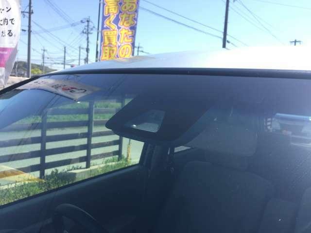 フロント側のカメラとレーダーで前の車を検知!もしもの時にも安心です☆