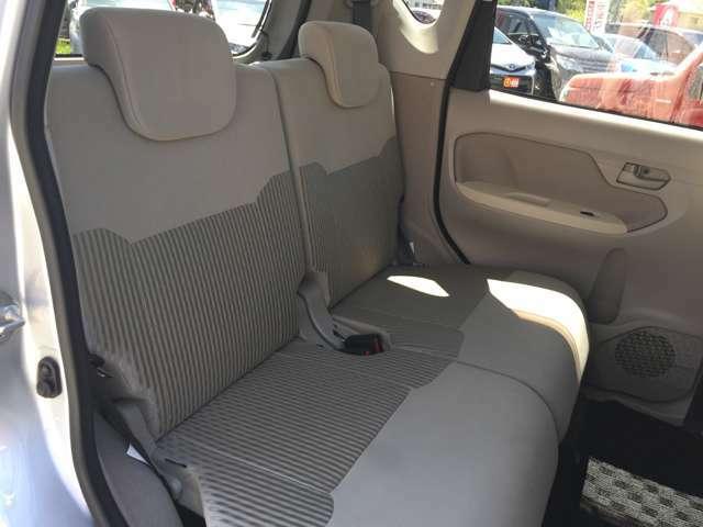 使用感少ない後席はゆったりご使用いただけます♪