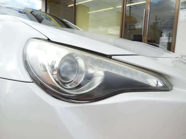 キセノンヘッドライト(HID)は、本当に明るくて安全です。夜間には必需品ですね!暗い夜道からお客様を守ってくれます。