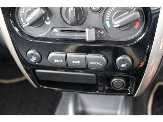 4WDスイッチ切り替え式