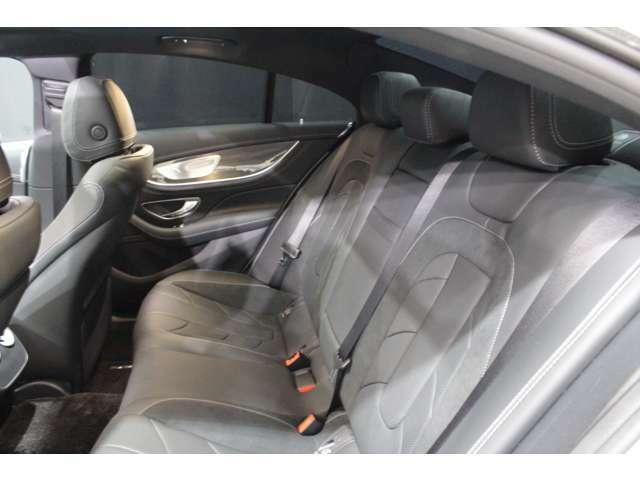 全ての席が主役席なのは、メルセデスならではの特徴です。快適なドライビングが、リラックスした車内空間を作りだします。