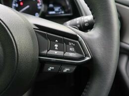 【レーダークルーズコントロール】先行車を検知すると一定の車間距離を保って追従走行します。ペダル操作のわずらわしさを軽減し、より快適で安全なロングドライブを提供します。