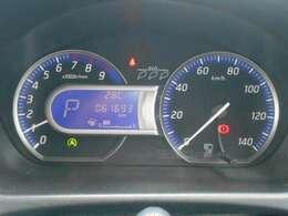 ブルー照明とシルバーリングでスポーティな大型ファインビジョンメーター、航続可能距離・燃費情報なども表示するセンターディスプレイとエコドライブが楽しくなるエコインジケーター付き。