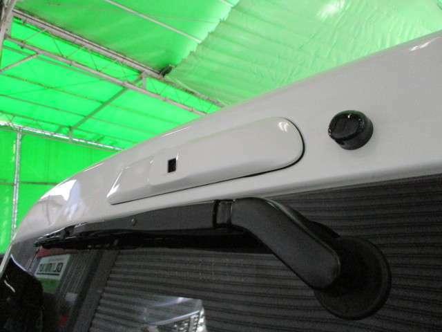 後方カメラはハイマウントストップランプの位置に御座います。ハイマウントは車内リアガラス越しに付いております☆