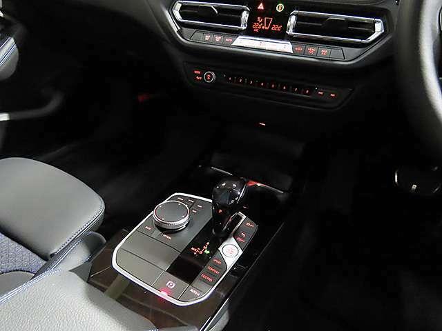 MTモード付7速DCT/左右独立温度調整機能付き2ゾーンオートエアコン/ワイヤレス充電付。