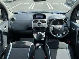 ルーフも高く広々とした車内です。視界も広く運転しやすい設計です。