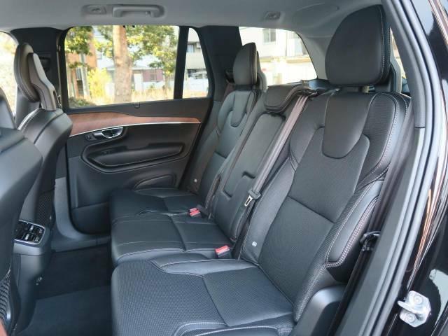 後席はほぼ使用されていなかったようで大変綺麗なコンディションを保って入庫しております。ISO-FIX規格にも対応済みなのでお子様を乗せてお使いになる際も便利にお使いいただけます。