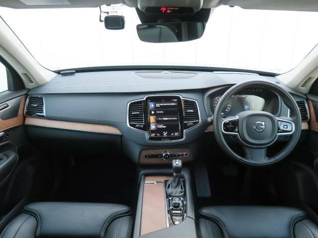 2020年モデル現行XC90ディーゼル仕様上級グレードを認定中古車でご紹介♪黒革に木目が映えるお洒落なインテリア♪プレミアムサラウンドシステムやマッサージ機能など上級装備も充実の1台です♪