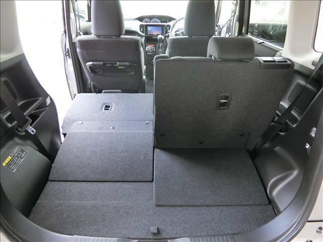 後部座席はフルフラットにして、荷室としてもご利用いただけます♪