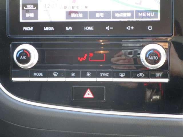 デュアルエアコン完備 運転席、助手席でそれぞれ温度が設定できます。