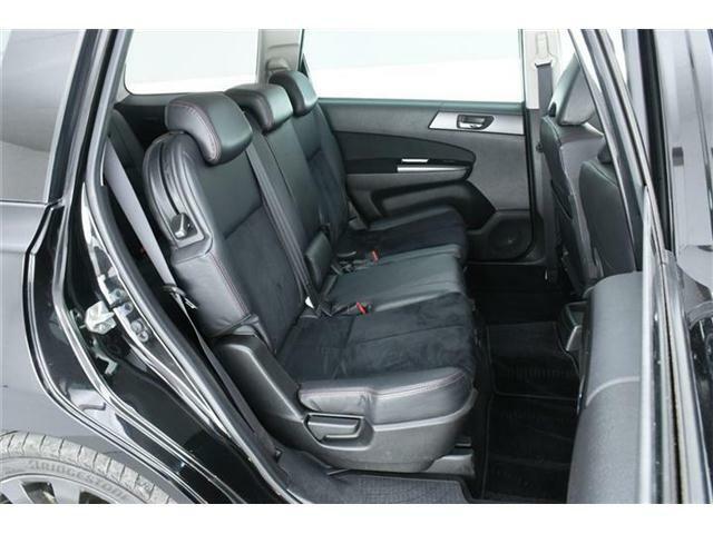 セカンドシートはゆったり使える6:4分割ベンチシート。チャイルドシートを乗せるご家庭でも安心の余裕たっぷりのシートです。