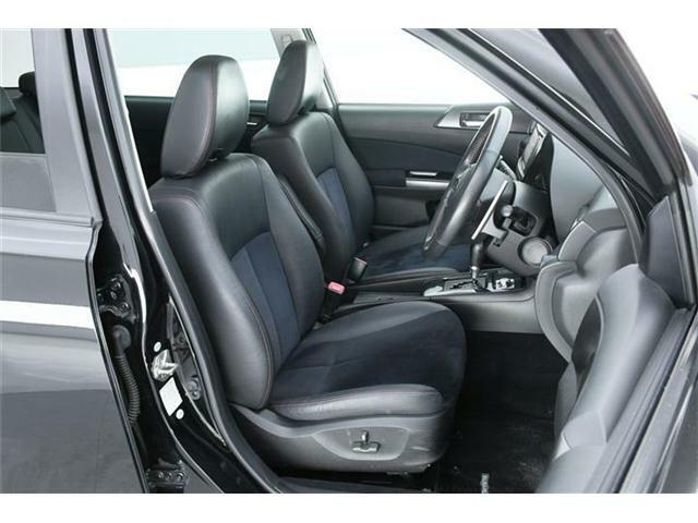 特別仕様車らしくシートも【アルカンターラコンビハーフレザーシート】フロントシートには【パワーシート】も搭載です◎