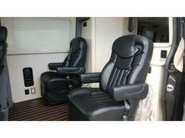 キャプテンシートは座面もゆったりしており、大柄な男性でもリラックス出来る座り心地です。