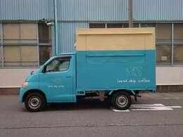ライトエーストラックをベースに荷台を作成、カラーリングも施しました。屋号はカッティングシートですのでお渡しする際には剥がします。