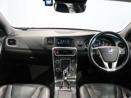 V60の人気グレードT4 SEが入庫いたしました!シートヒーターや電動シート、バックカメラなどあると嬉しい機能が標準装備!ホワイトパール×黒革シートの人気の組み合わせですのでお問い合わせはお早めに!!