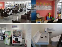 開放感のあるショールームで、ゆったりとお過ごしいただけます。キッズスペース・フリードリンクなどもございますので、小さなお子様連れのお客様も安心してご来場下さい。