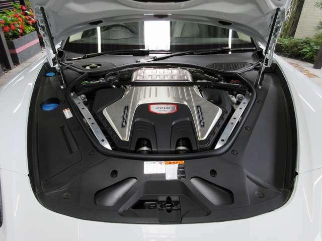 PorscheV8Turbo!これぞ世界の富裕層が首を垂れる名機中の名機といえます。YouTubeなど各所メディアでも多くの高性能スーパーカーを競わせる動画がたくさんありますが...「Porscheターボ」は格別の存在なのです。