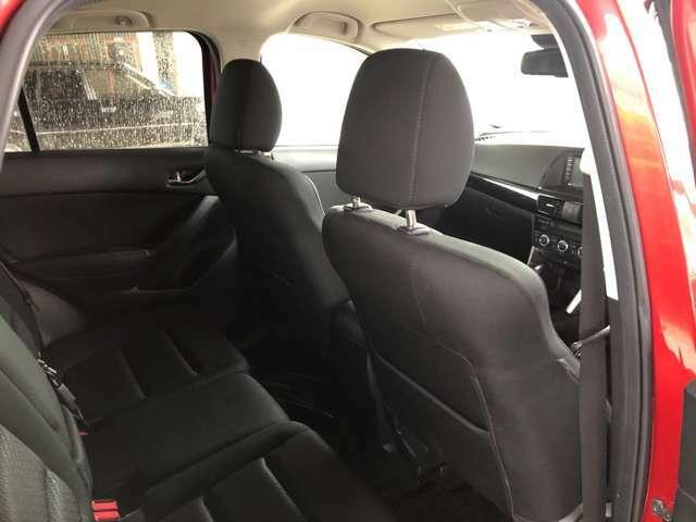 後部座席も気になるようなキズ、汚れ等、おお粉ダメージはなく良好な状態です。