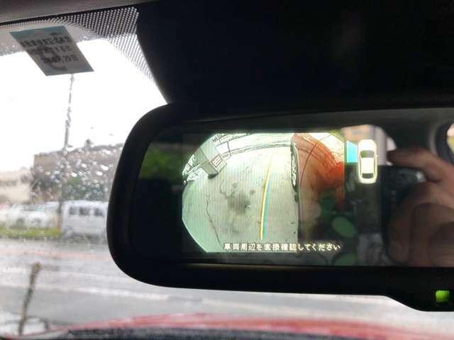 お車を停車する前に死角になりがちな障害物を確認でき、雨天時や夜間などは特に活躍しますね。
