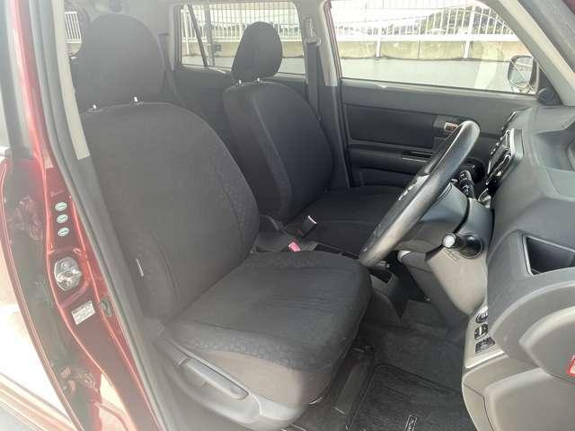 ☆運転席シートです。目立つ汚れやスレもなく綺麗ナビ状態です☆