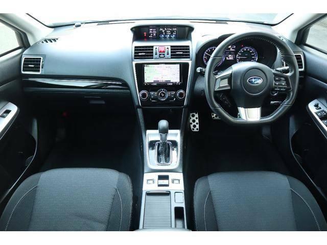 運転席から操作し易い位置にスイッチ類は配置されています