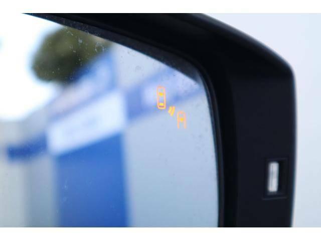 ドアミラー内側のインジケーターで左右後側方から接近する車両をお知らせ