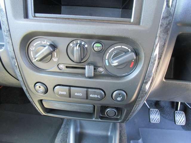 エアコン!4WD切替スイッチ!ミラー&シートヒータースイッチ!