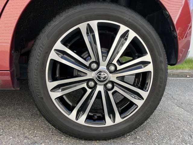 タイヤサイズは165/55R15 です。