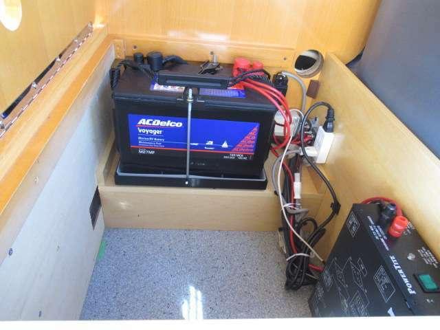 サブバッテリー、走行充電 外部充電を装備しております!追加架装もお任せ下さい♪