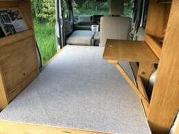 実走行・ワンオーナー・ハイルーフ・社外アルミ スマートキー(プッシュ式スタート) HID プライバシG 簡易テーブル クローゼット アッパーブリッジ収納・スピーカーホール ベッド時182センチ×102センチ 4人乗車可